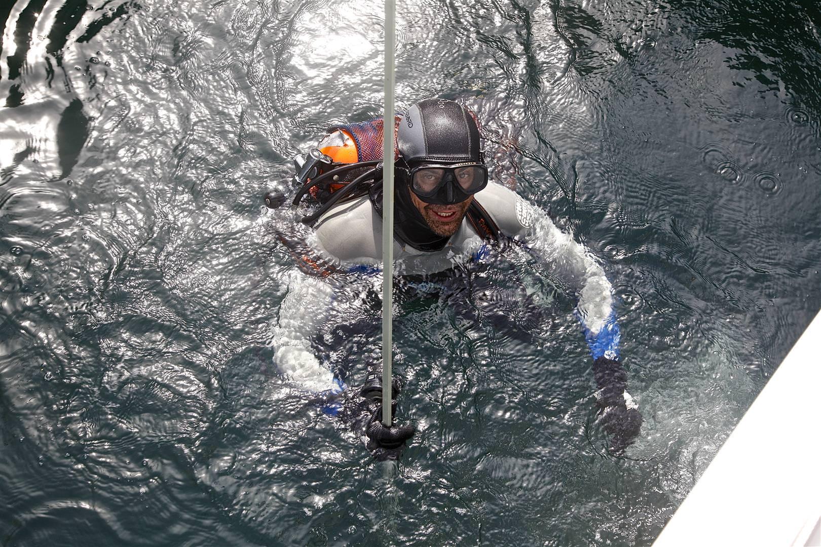 batten overboard sailing